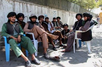 Afghanistan, regime talebani colpisce anche barbieri e giudici donna