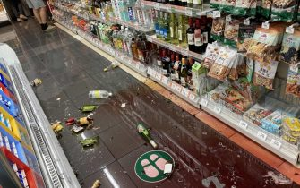 epa09511382 Scenes of the damage at a store following an earthquake in Tokyo, Japan, 07 October 2021. A magnitude 6.1 earthquake hit Tokyo region late 07 October but no tsunami warning have been issued by the Japan Meteorological Agency.  EPA/JIJI PRESS EDITORIAL USE ONLY/NO ARCHIVE/JAPAN OUT