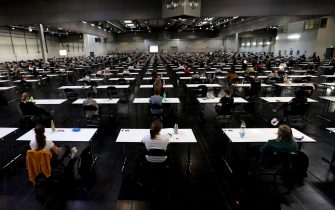 epa08507991 Over 700 students of the TU Dortmund University write their exams in German for Foreigners in the Westfalenhalle in Dortmund, Germany, 25 June 2020. In order to slow down the ongoing pandemic of COVID-19 disease caused by the SARS-CoV-2 coronavirus, about 7500 students will write their exams in the exhibition hall in the upcoming days, in compliance with the hygiene concept.  EPA/FRIEDEMANN VOGEL