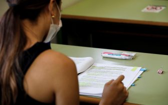 epa09254611 A student (C) reads her notes shortly before the beginning of the University entrance exams at a faculty of Universitat Politecnica in Valencia, eastern Spain, 08 June 2021. Some 24,500 students face University entrance exams in Valencia from 08 June, after a odd school year amid coronavirus pandemic.  EPA/Ana Escolar