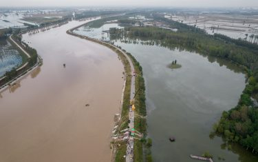 JINZHONG, CHINA - OCTOBER 10: Aerial view of rescue teams pumping water at flooded Jiexiu Fenhe wetland park on October 10, 2021 in Jinzhong, Shanxi Province of China. Heavy rains have caused floods and disasters in Shanxi Province. (Photo by Wei Liang/China News Service via Getty Images)