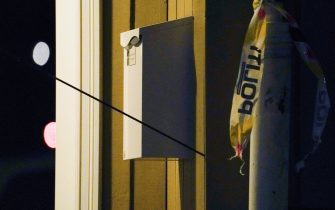 """An arrow is left in a wall at the scene where a man armed with bow killed several people before he was arrested by police in Kongsberg, Norway, on October 13, 2021. - A man armed with a bow and arrows killed several people and wounded others in the southeastern town of Kongsberg in Norway on October 13, 2021, police said, adding they had arrested the suspect. """"We can unfortunately confirm that there are several injured and also unfortunately several killed in this episode,"""" local police official Oyvind Aas told a news conference. """"The man who committed this act has been arrested by the police and, according to our information, there is only one person involved."""" - Norway OUT (Photo by Terje Bendiksby / NTB / AFP) / Norway OUT (Photo by TERJE BENDIKSBY/NTB/AFP via Getty Images)"""