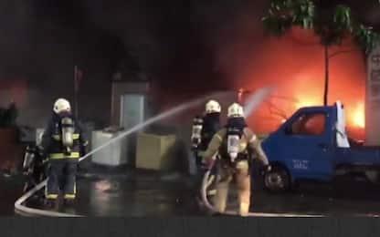 Taiwan, incendio scoppia in un palazzo di 13 piani: 46 morti e feriti