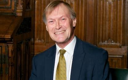 Uk, morto il deputato Tory David Amess. È stato accoltellato in chiesa