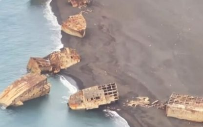 Giappone, erutta vulcano ed emergono navi seconda guerra mondiale