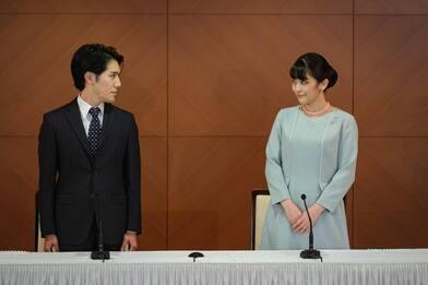 Giappone, principessa Mako si è sposata: ha rinunciato al titolo reale