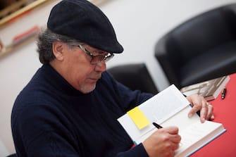 MILAN, ITALY - NOVEMBER 19:  Writer, Journalist Luis Sepulveda signs his novel 'La Fine della Storia' at Bookcity Milan 2016 on November 19, 2016 in Milan, Italy.  (Photo by Rosdiana Ciaravolo/Getty Images)