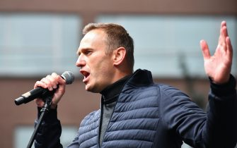 """Russian opposition leader Alexei Navalny gestures as he delivers a speech during a demonstration in Moscow on September 29, 2019. - Thousands gathered in Moscow for a demonstration demanding the release of the opposition protesters prosecuted in recent months. Police estimated a turnout of 20,000 people at the Sakharov Avenue in central Moscow about half an hour after the start of the protest, which was authorised. The demonstrators chanted """"let them go"""" and brandished placards demanding a halt to """"repressions"""" of opposition protesters. (Photo by Yuri KADOBNOV / AFP)        (Photo credit should read YURI KADOBNOV/AFP via Getty Images)"""