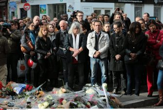 People observe a minute of silence for the victims of the 13 November attacks next to the Concert hall 'Bataclan' in Paris, France, 16 November 2015. More than 130 people have been killed in a series of attacks in Paris on 13 November, according to French officials. Eight assailants were killed, seven when they detonated their explosive belts, and one when he was shot by officers./VULAURENT_15022/Credit:LAURENT VU/SIPA/1511161558 (PARIS - 2015-11-16, LAURENT VU/SIPA / IPA) p.s. la foto e' utilizzabile nel rispetto del contesto in cui e' stata scattata, e senza intento diffamatorio del decoro delle persone rappresentate