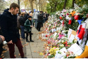le Bataclan 4 days after the terrorist attacks in Paris . terrorist attacks in Paris . 17/11/2015-Paris, FRANCE./BENHAMOU_745.46/Credit:LAURENT BENHAMOU/SIPA/1511180802 (PARIS - 2015-11-18, LAURENT BENHAMOU/SIPA / IPA) p.s. la foto e' utilizzabile nel rispetto del contesto in cui e' stata scattata, e senza intento diffamatorio del decoro delle persone rappresentate