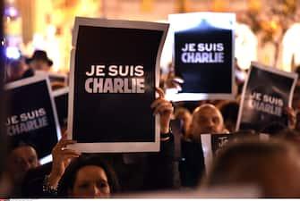 "People hold up placards reading ""I am Charlie"" during a gathering in Nice, Southern France, on January 7, 2015, in support of the victims of today's terrorist attack on French satyrical newspaper Charlie Hebdo. Gunmen killed 12 people in an attack Wednesday in the offices of the French satirical weekly Charlie Hebdo in the most deadly attack in France since the 1954-1962 Algerian war. FRANCE - 07/01/2015/BEBERT_0701_013/Credit:BEBERT BRUNO/SIPA/1501072039 (NICE - 2015-01-07, BEBERT BRUNO/SIPA / IPA) p.s. la foto e' utilizzabile nel rispetto del contesto in cui e' stata scattata, e senza intento diffamatorio del decoro delle persone rappresentate"
