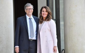 epa09176353 (FILE) - Microsoft Co-founder and philanthropist Bill Gates (L) and his wife Melinda Gates (R), Co-Chair of the Bill and Melinda Gates Foundation, arrive at the Elysee Palace to receive the French Legion of Honor medal, in Paris, France, 21 April 2017 (reissued 03 May 2021). Bill and Melinda Gates are splitting up after 27 years of marriage, Bill Gates announced on 03 May 2021 in a tweet.  EPA/JULIEN DE ROSA *** Local Caption *** 53469750