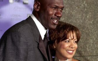JFK06 - 20000414 - NEW YORK, NEW YORK, UNITED STATES : Former Chicago Bulls' basketball star Michael Jordan (L) and his wife Juanita (R) arrive at the Essence Awards 2000 at Radio City Music Hall 14 April 2000 in New York. Jordan and actor Danny Glover are two of the honorees at the ceremonies sponsored by Essence Magazine.  (ELECTRONIC IMAGE)  EPA PHOTO AFP/STAN HONDA