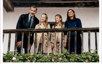 MADRID, SPAIN - DECEMBER 13: This handout image provided by the Spanish Royal Household shows the inside of the Royal Christmas Card featuring a photograph of featuring King Felipe VI of Spain with Queen Letizia of Spain and their children Princess Leonor of Spain and Princess Sofia of Spain as well as a message from the family on December 10, 2018 in Madrid, Spain. (Photo by Casa de S.M. el Rey Spanish Royal Household via Getty Images)
