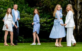 THE HAGUE, NETHERLANDS - JULY 17: King Willem-Alexander of The Netherlands, Queen Maxima of The Netherlands, Princess Amalia of The Netherlands, Princess Alexia of The Netherlands and Princess Ariane of The Netherlands during the annual summer photocall at their residence Palace Huis ten Bosch on July 17, 2020 in The Hague, Netherlands. (Photo by Patrick van Katwijk/Getty Images)