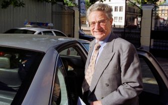 """370646 02: Financier and billionaire George Soros stands near his car after participating in a round table discussion called """"Back to Peaceful Life"""" June 6, 2000 in Moscow, Russia. They discussed issues of social and humanitarian problems in public and state organizations. (Photo by Oleg Nikishin/Newsmakers)"""