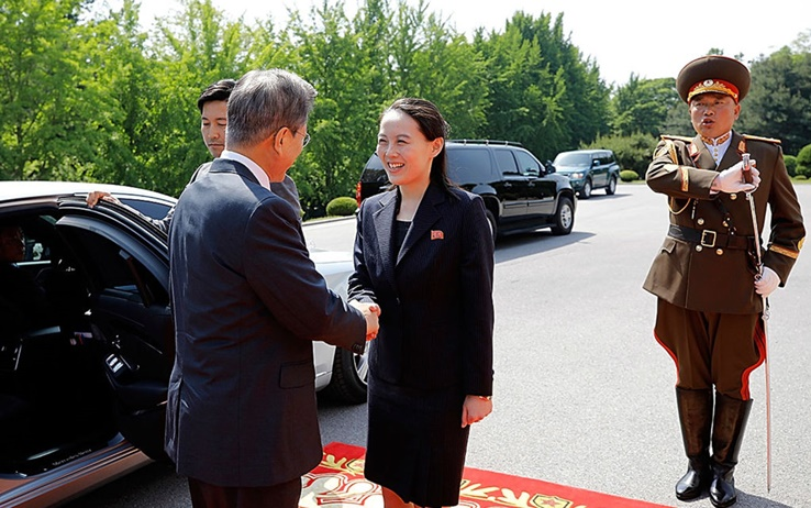L'incontro nel 2018 tra il sudcoreano Moon Jae-in e Kim yo-jong