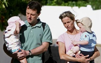 Lagos, PORTUGAL: Kate (L) and Gerry (R) Mccann, parents of Madeleine McCann, carry their children outside The Ocean Club in Praia da Luz, Lagos, 16 May 2007, on the Portuguese southern province of Algarve. A British man under investigation over the disappearance the four-year-old girl in Portugal said he had been made a scapegoat in the case, which has drawn international attention. AFP PHOTO/ FRANCISCO LEONG (Photo credit should read FRANCISCO LEONG/AFP via Getty Images)