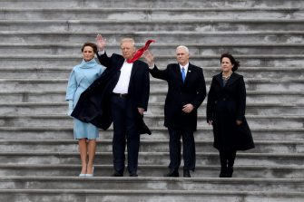 epa05736510 US First Lady Melania Trump, US President Donald Trump, US Vice President Mike Pence and Karen Pence wave goodbye to Barack and Michelle Obama on the West Front of the U.S. Capitol in Washington, DC, USA, 20 January 2017. Trump won the 08 November 2016 election to become the next US President.  EPA/Rob Carr / POOL