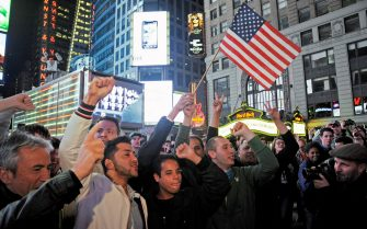 epa02713760 A crowd of hundreds of people gather in Times Square to cheer the news of the death of Al Qaeda Leader, Osama Bin Laden in New York USA, 02 May 2011. Al-Qaeda founder and leader Osama Bin Laden has been killed by US forces in Pakistan, President Obama has said. The al-Qaeda leader was killed in a ground operation outside Islamabad based on US intelligence, the first lead for which emerged last August.  EPA/PETER FOLEY