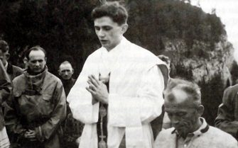 A photo taken during the summer 1952 near Ruhpolding, shows German priest Joseph Ratzinger (C) praying during a open-air mass. German Cardinal Joseph Ratzinger was elected the 265th pope of the Roman Catholic Church 19 April 2005 at the Vatican City, becoming Pope Benedict XVI.AFP PHOTO / KNA-BILD / GERMANY SWITZERLAND AND AUSTRIA OUT        (Photo credit should read /AFP via Getty Images)