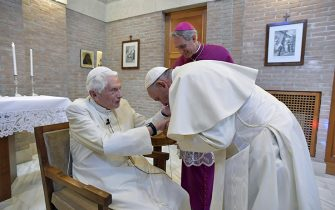 Pope Francis greets Pope Emeritus Benedict XVI, accompanied by the new cardinals, at the Vatican, 28 June 2018.    ANSA/VATICAN MEDIA