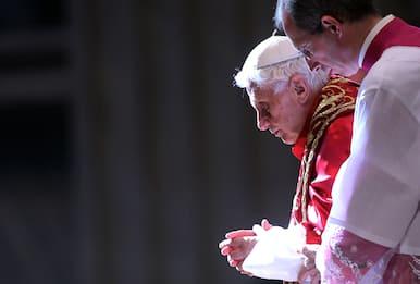 """Ratzinger: """"Non ci sono due Papi, mia rinuncia decisione difficile"""""""
