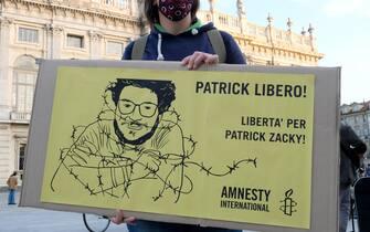 Manifestazione per la liberazione di Patrick Zaky detenuto in Egitto in piazza Castello, Torino,, 8 ottobre 2020 ANSA/ ALESSANDRO DI MARCO