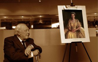 MELBOURNE - FEBRUARY 27 2002 - Sir William Dargie at the Melbourne museum with his 1954 painting of H.M Queen Elizabeth II during the launch of The Sir William Dargie's collection on the website : The Artists Footsteps - www.artistfootsteps.com. (Photo by Regis Martin/Getty Images)
