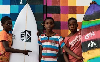 """Fare surf nelle zone di guerra, il documentario sui """"surfisti-soldati"""""""