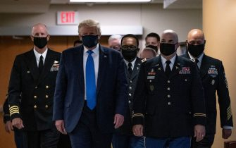 US President Donald Trump wears a mask as he visits Walter Reed National Military Medical Center in Bethesda, Maryland on July 11, 2020. (Photo by ALEX EDELMAN / AFP) (Photo by ALEX EDELMAN/AFP via Getty Images)