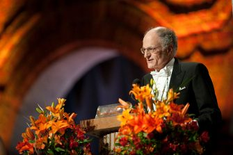 Professor Thomas Sargent of the US delivers a speech at the Nobel banquet in the Stockholm City Hall, on December 10, 2011. AFP PHOTO/ JONATHAN NACKSTRAND (Photo credit should read JONATHAN NACKSTRAND/AFP via Getty Images)