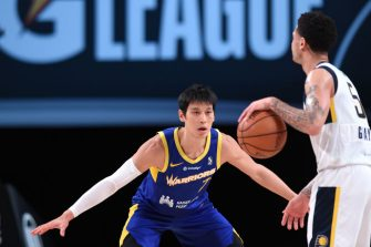 ORLANDO, FL - FEBRUARY 18: Jeremy Lin #7 of the Santa Cruz Warriors plays defense against the Fort Wayne Mad Ants on February 18, 2021 at AdventHealth Arena in Orlando, Florida. NOTE TO USER: User expressly acknowledges and agrees that, by downloading and/or using this photograph, user is consenting to the terms and conditions of the Getty Images License Agreement. Mandatory Copyright Notice: Copyright 2021 NBAE (Photo by Juan Ocampo/NBAE via Getty Images)