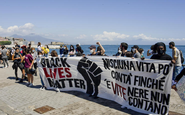 Hundreds of people demonstrate outside the US consulate in Naples (Italy) in commemoration of the death of George Floyd, an African American man who died in Minneapolis police custody on May 25 after the arrested officer knelt on his neck for more than eight minutes, 06 June 2020.