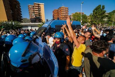Tensioni a Mondragone, Matteo Salvini rinuncia al comizio