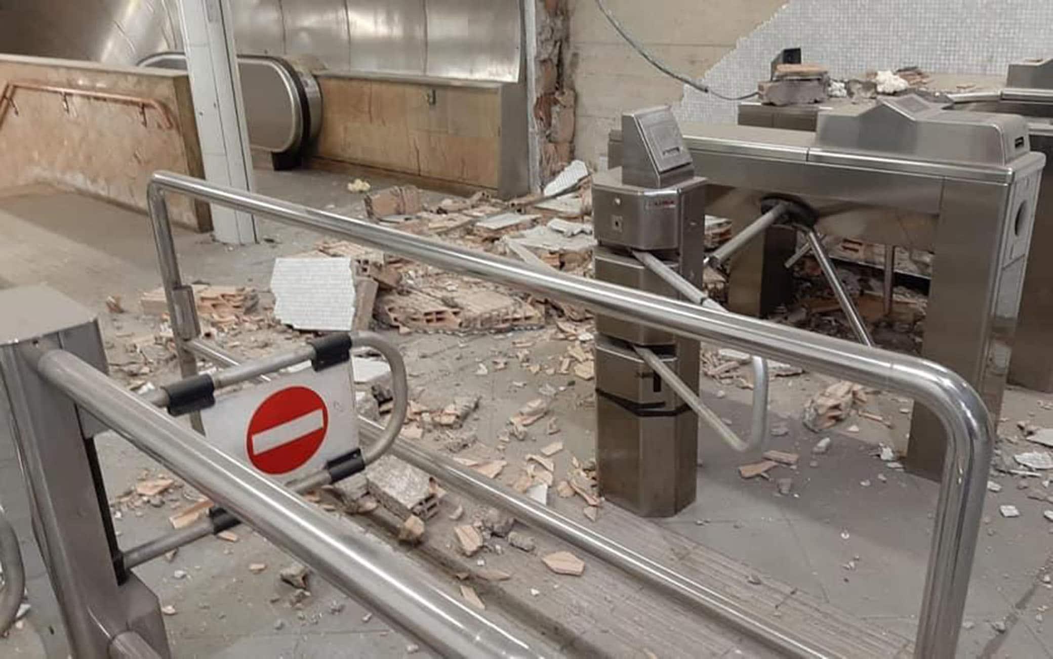Crollo nella stazione della metro Salvator Rosa