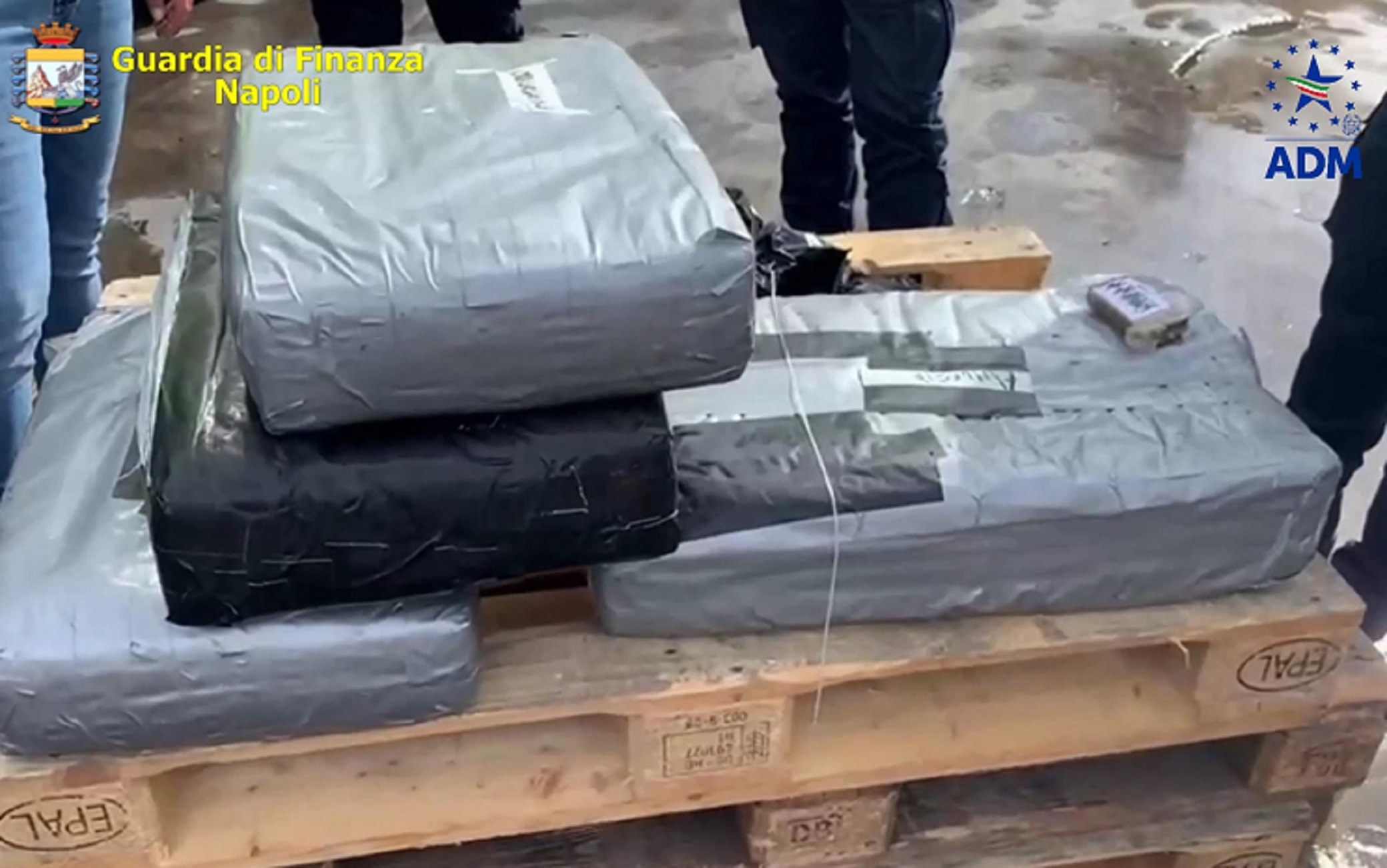 Napoli Sequestrati 130 Chili Hashish Due Arresti Sky Tg24