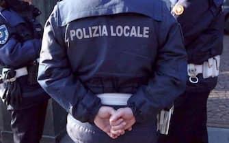 Un uomo della polizia locale