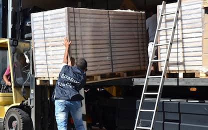 Palermo, sequestrati 25 chili di sigarette al porto: due denunciati