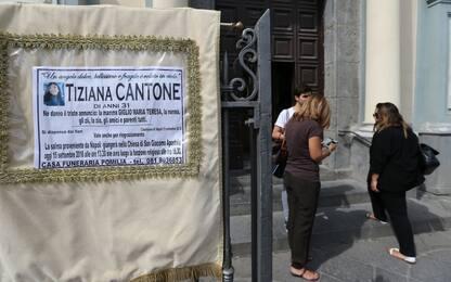 """Caso Tiziana Cantone, il perito: """"Fu strangolata, non si suicidò"""""""