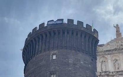 Whirlpool, lavoratori espongono striscione dal Maschio Angioino. VIDEO
