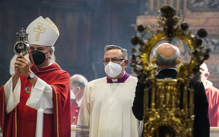 The archbishop of Naples Domenico Battaglia holds a vial said to contain the blood of the 3rd century saint San Gennaro during the so-called liquefaction in the Chapel? of the Treasury, in Naples, Italy, 19 September 2021. ANSA/CESARE ABBATE