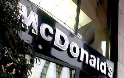 Pomigliano, rapina al McDonald's: vigilante ferito alla testa