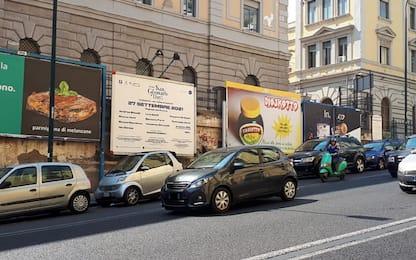 """Napoli, polemiche su poster blasfemi. L'assessore: """"Saranno rimossi"""""""