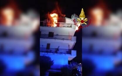 Caserta, incendio in casa: donna salvata dai vigili del fuoco