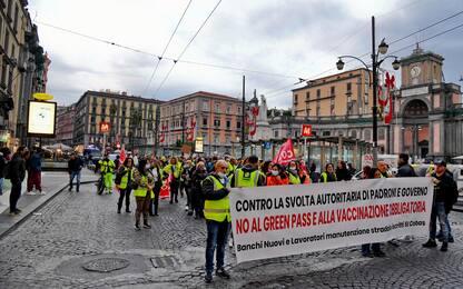 No Green pass, corteo a Napoli: sfilano Cobas e studenti