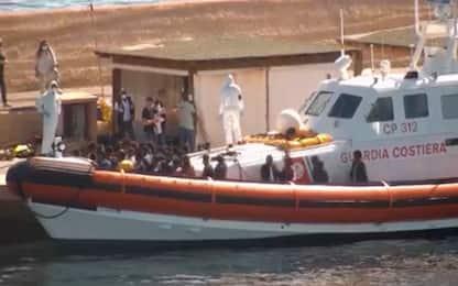 Migranti, in 400 sbarcano sulla spiaggia nell'Agrigentino
