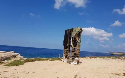 """Lampedusa, """"imballato"""" monumento Porta d'Europa. Il sindaco: """"Sfregio"""""""