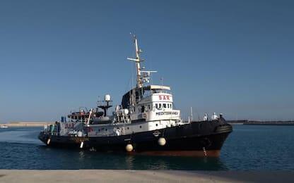 Migranti, nave Mare Jonio attracca a Pozzallo: a bordo 67 migranti