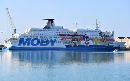 Migranti, Ocean Viking ancorata fuori da Porto Empedocle